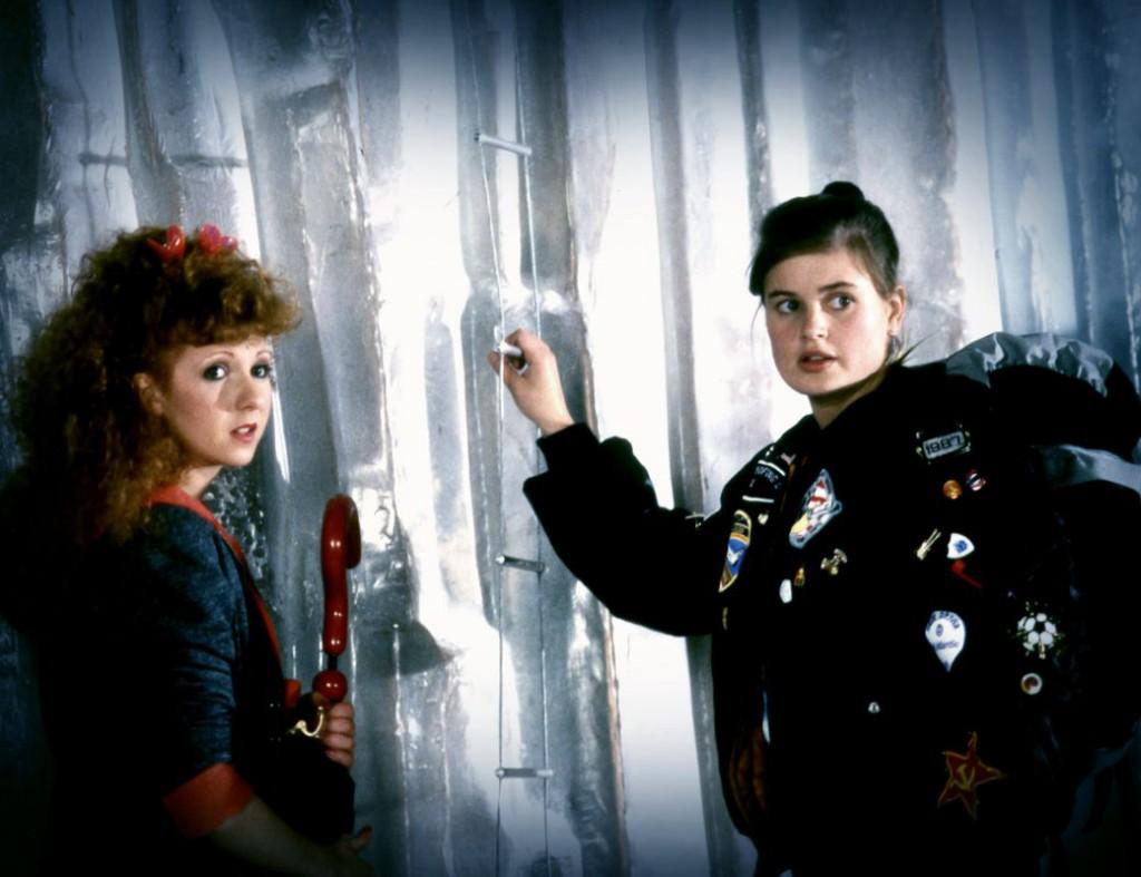 Begegnung zweier Companions: Mel Bush (Bonnie Langford) und Ace (Sophie Aldred). Foto: Pandavision/BBC Germany