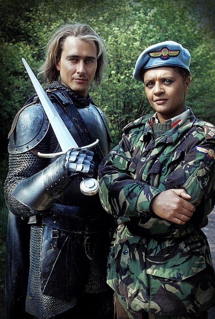 Die neuen Charaktere Ancelyn (Marcus Gilbert) und Brigadier Winifred Bambera (Angela Bruce) (Foto: Pandavision/BBC)