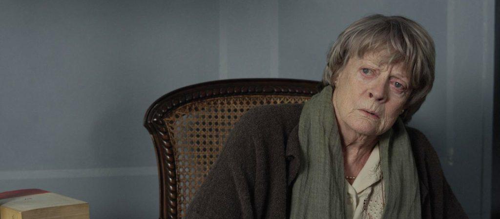 """Mathilde (Maggie Smith) ist unsicher, was sie von """"ihrem neuen Besitzer"""" halten soll. (Foto: Ascot Elite)"""