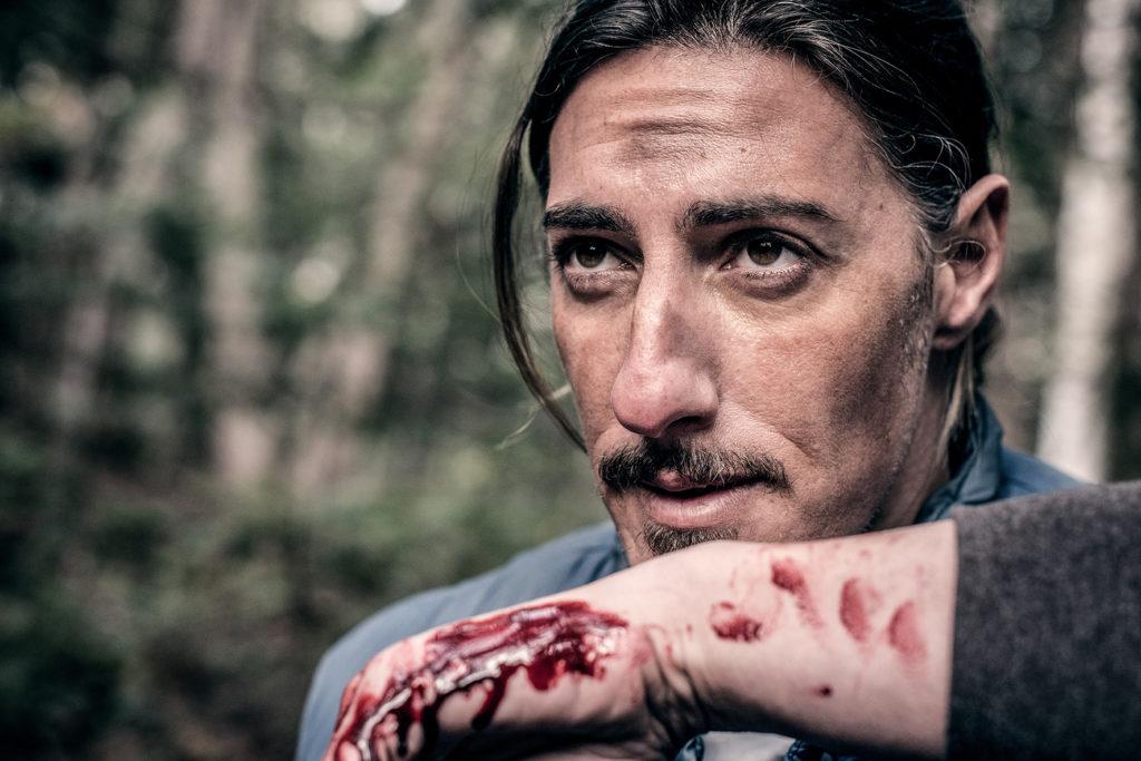 """Nur ein Wildnisführer, oder führt er mehr in Schilde? (Eric Balfour in """"Backcountry"""", Foto: Pandastorm)"""