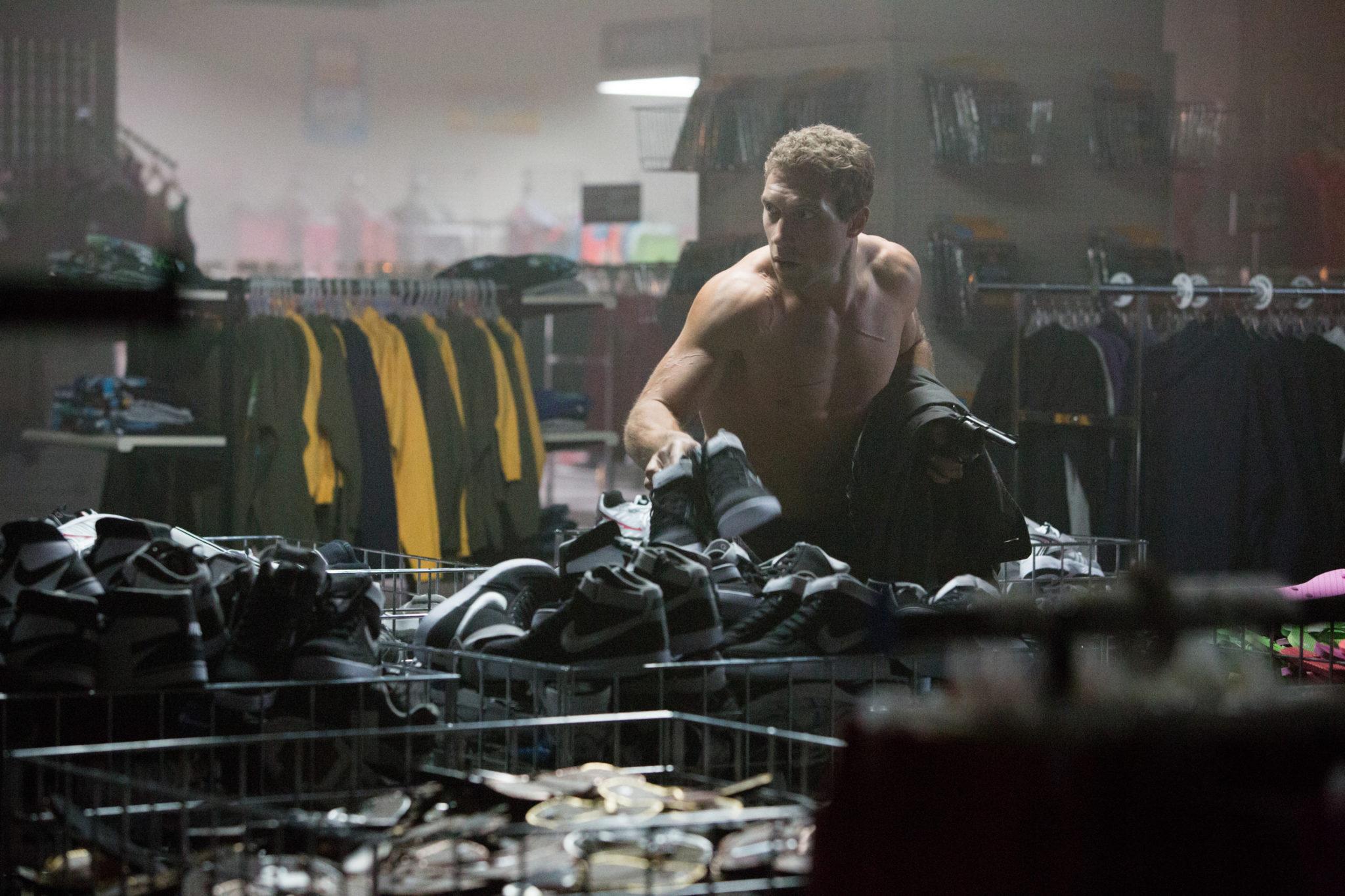 """Kleidungsprobleme sind im Franchisetrope vordefiniert (Jai Courtney in """"Terminator Genisys"""", Foto: Paramount Pictures)"""