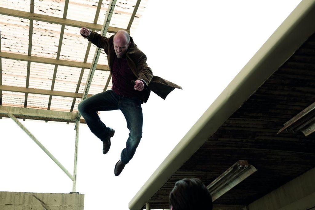 Jason Statham kann richtig fallen (Foto: Universum)