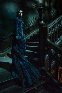 Jessica Chastain als Lady Lucille Sharpe lädt in das gotische Spukhaus (Foto: Legendary Pictures/Kerry Hayes)