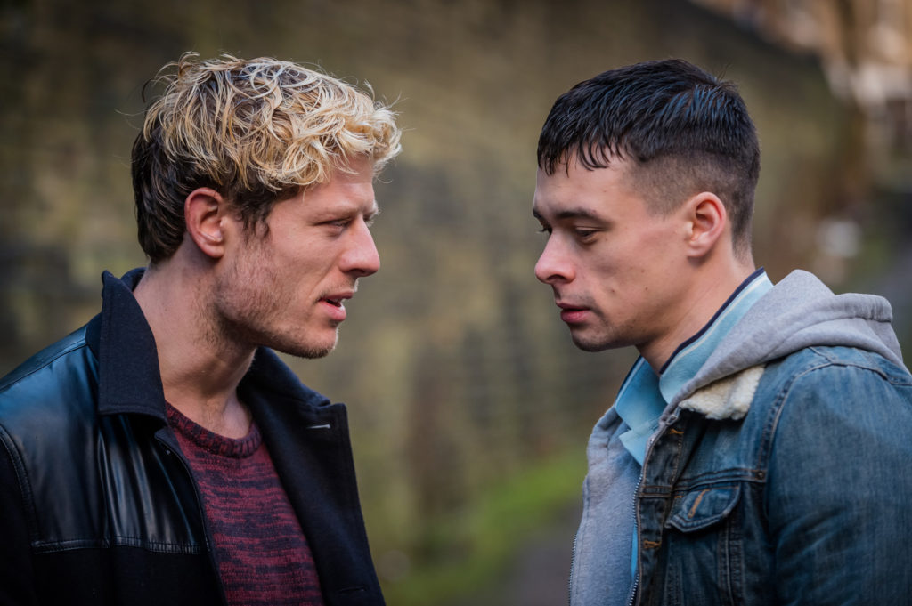 "Tommy Lee Royce (James Norton, links) versucht sich im Valley durchzuschlagen (hier mit Adam Long in ""Happy Valley"", Foto: Polyband/BBC Germany)"