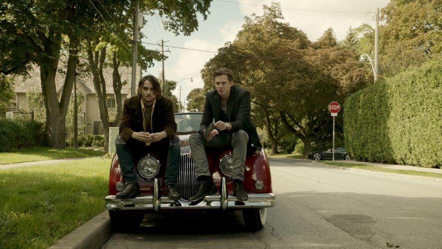 Peter und Roman machen auch mal eine Bro-Pause (Foto: Concorde Home Entertainment)