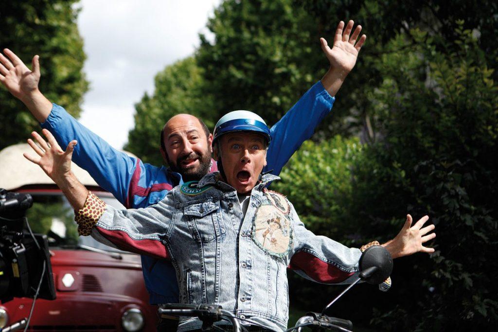 """Freihändiges Moped-Fahren. Welch Freiheit! (Franck Dubosc und Kad Merad in """"Plötzlich wieder jung"""", Foto: Ascot Elite Home Entertainment)"""