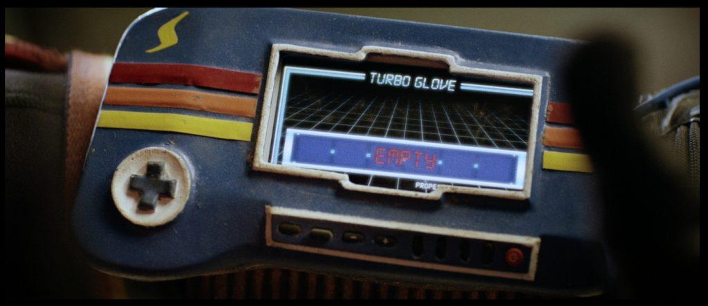 "Der Super-Power-Handschuh (""Turbo Kid"", Foto: Edel Distribution)"
