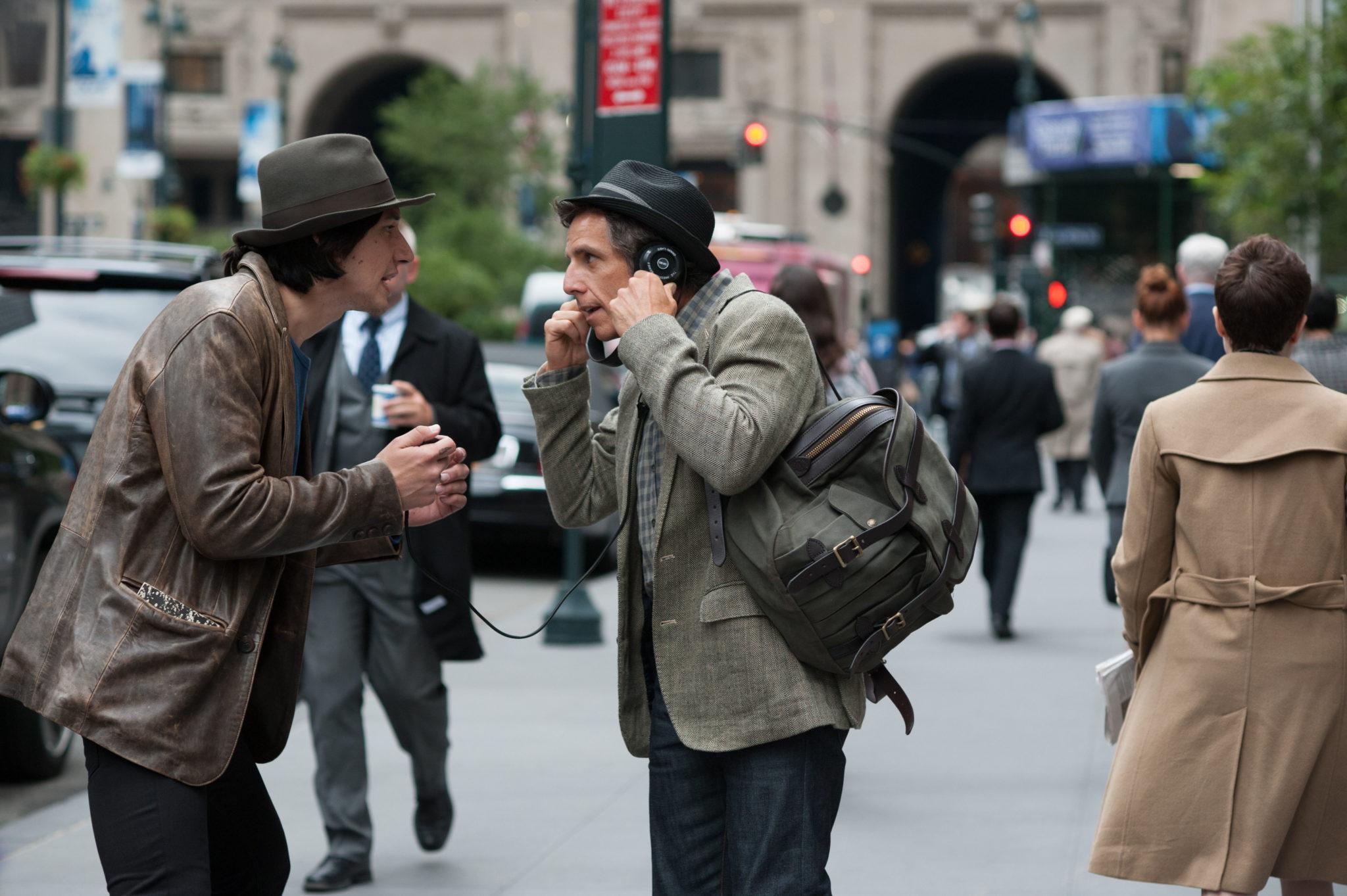 """Josh passt sich mehr und mehr auch optisch an Jamie an (Adam Driver, links, und Ben Stiller in """"Gefühlt Mitte Zwanzig"""", Foto: Square One/Universum)"""