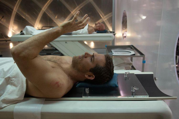 """Logischerweise vollzieht man einen Körpertausch nur im nackten Zustand. (Ryan Reynolds in """"Self/Less"""", Foto: Concorde Home Entertainment)"""
