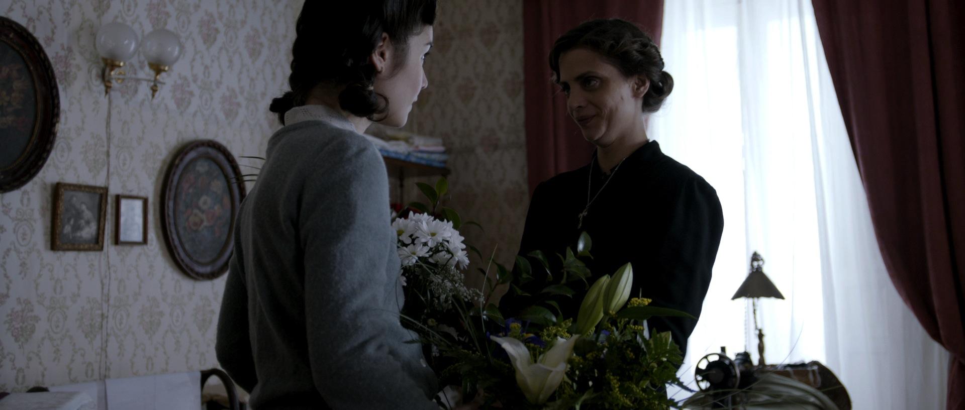 Montse und Ninas trautes Glück steht kurz vor einem Zusammenbruch (Foto: OFDB Filmworks)