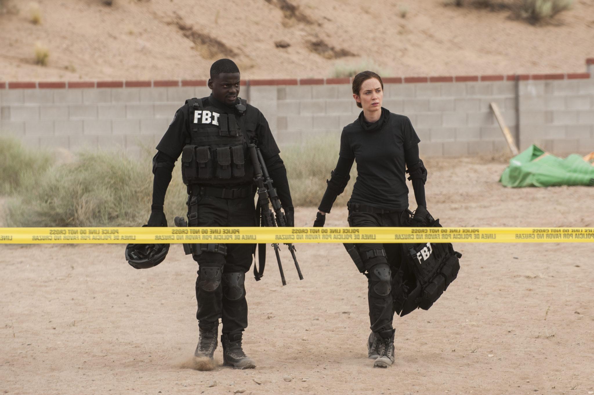 Kate Macer (Emily Blunt) und Reggie (Daniel Kaluuya) nach einem harten Einsatz (Foto: Studiocanal)