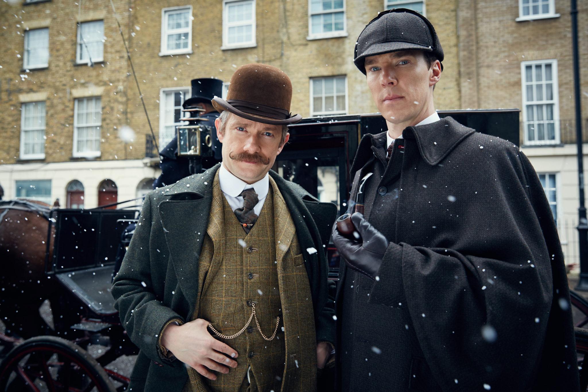 Auch im klassischen Look machen beide eine gute Figur (Martin Freeman und Benedict Cumberbatch, Foto: Polyband/BBC)