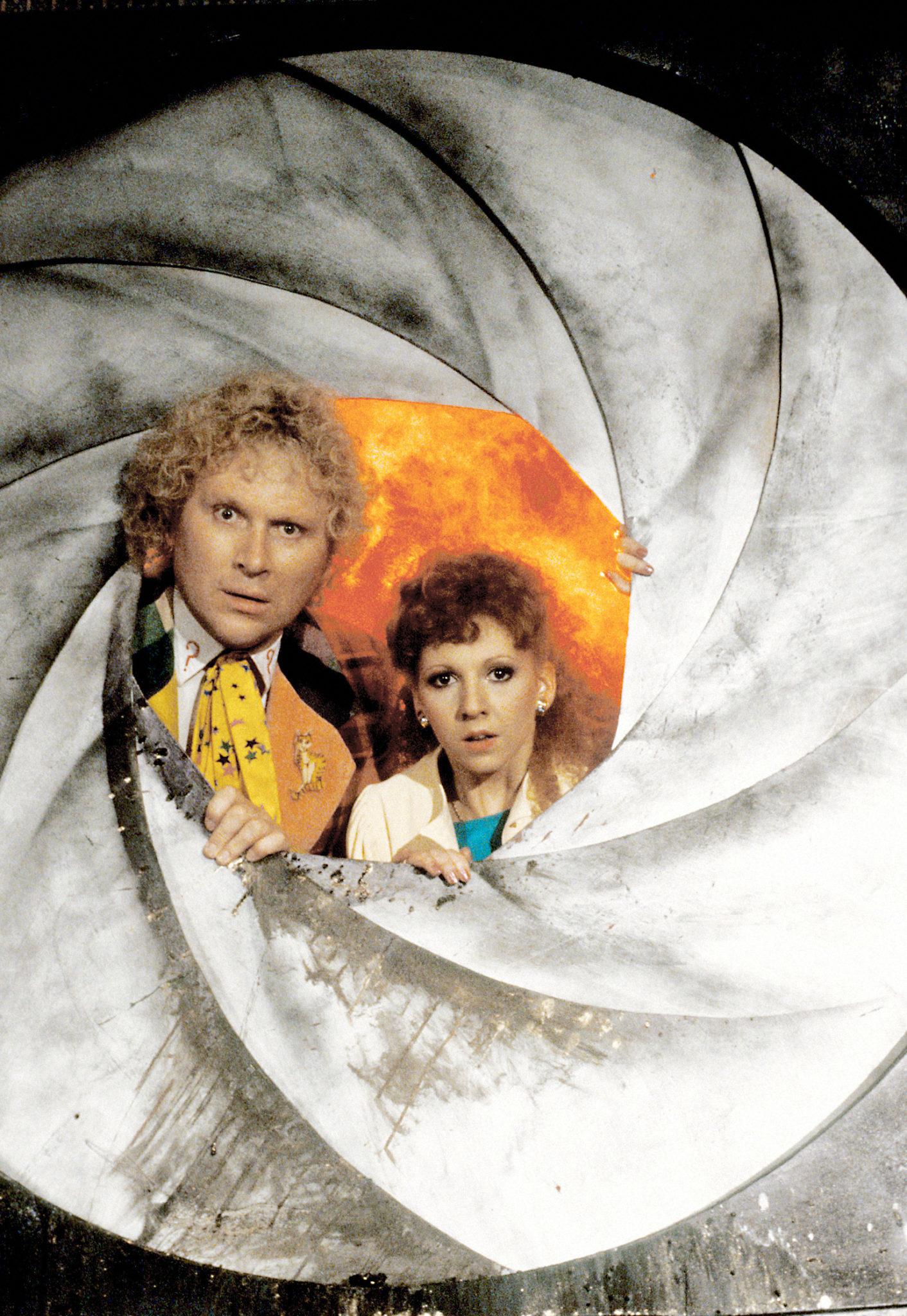 Der Doktor und seine neue Begleiterin Mel (Colin Baker und Bonnie Langford, Foto: Pandastorm Pictures/BBC)