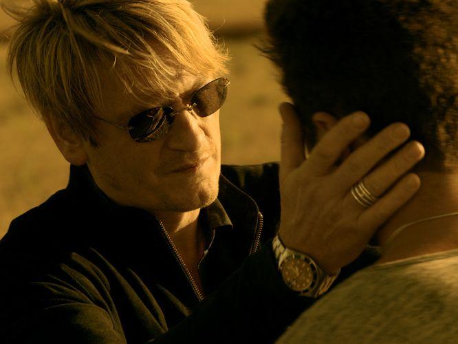 Alex (Benoît Magimel) trägt natürlich eine Sonnenbrille (Foto: Ascot Elite)